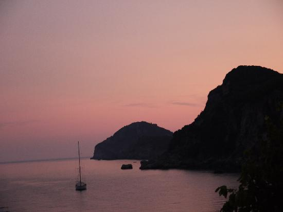 Liapades, Grecia: SUNSET, VIEW FROM MAIN BUILDING ROOMS BALCONY