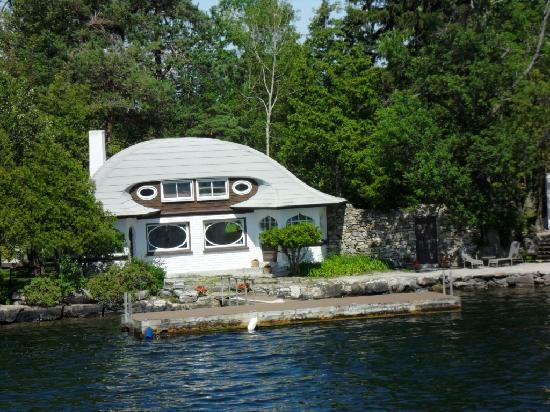 Gananoque, Canadá: La maison de l'Empereur, à cause de son toit..