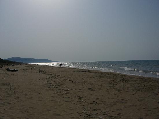 Cagnano Varano, Italy: spiaggia infinita