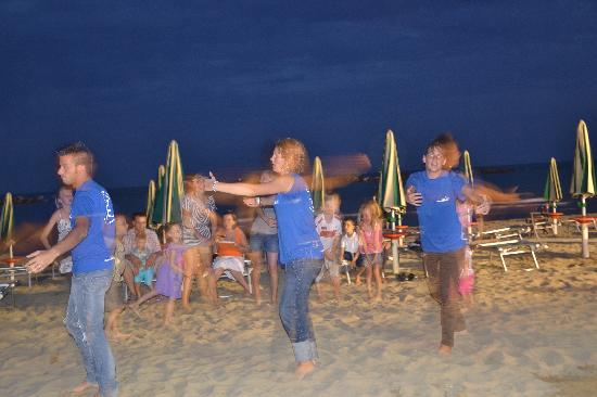 Hotel K2 : baby dance in spiaggia