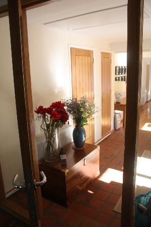 Trustwood Bed and Breakfast: Entrance hall