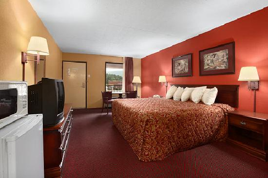 Days Inn Harriman: King Guest Room