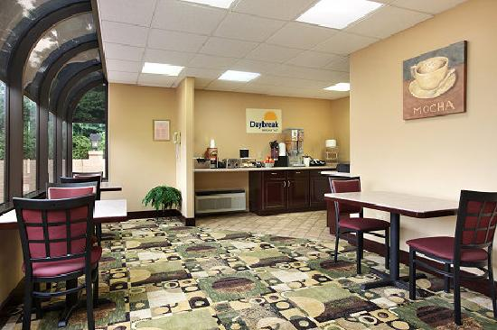 Days Inn Harriman: Breakfast Area