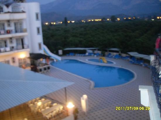 Kiris, Turkey: Вид на бассейн!!!!
