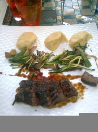 Hotel Itsas Mendia : boeuf, puree et poelée de legumes congelés