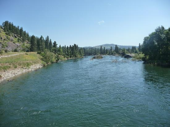 Centennial Trail: Spokane river