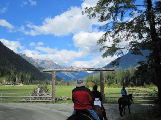 Clayoquot Wilderness Resort : Riding to old gold mine