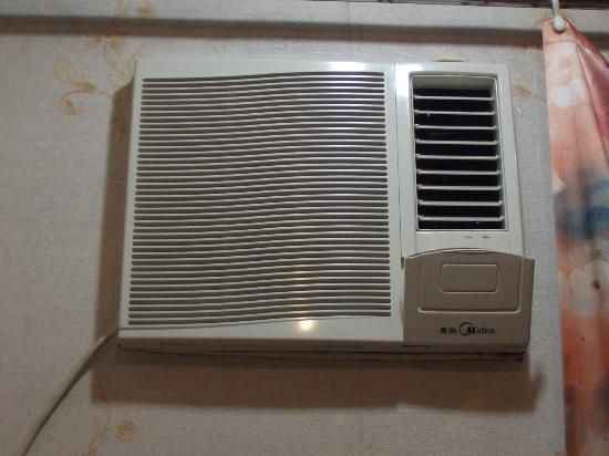 Oriental Pearl Hostel Hong Kong: Very cool aircond! adjust it to your level.
