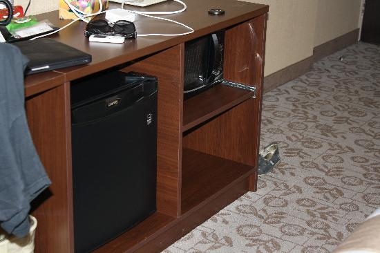 Days Inn Brampton: fridge and microwave