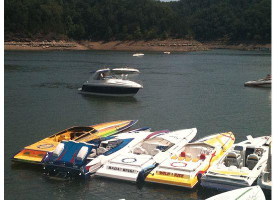 Jamestown Resort & Marina : Some of the boats in the poker run