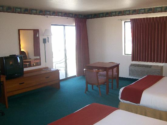 Legacy Inn & Suites: Guest Room