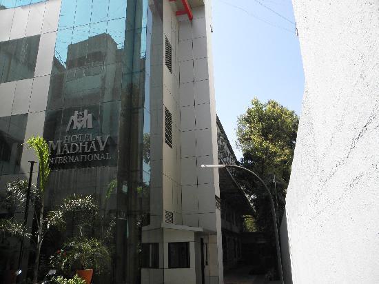 Hotel Madhav International: Entrance