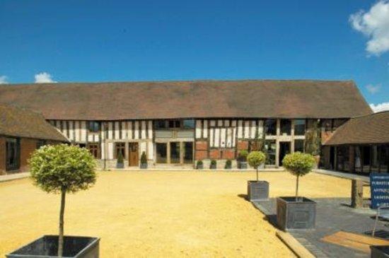 Alcester, UK: Longbarn Village