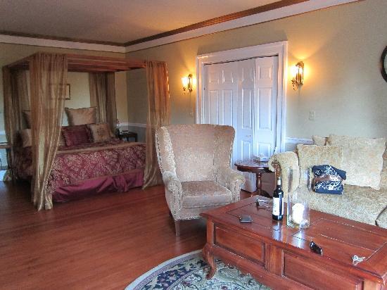 English Inn: The Victorian Room