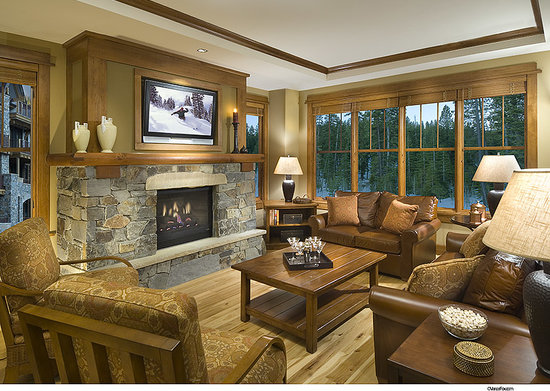 Iron Horse - Tahoe Mountain Lodging: Great room with fireplace