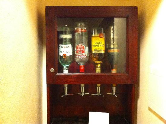 Hotel Riu Palace Riviera Maya: Botellas minibar