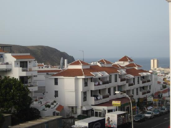 Castle Harbour Apartments : view from our room