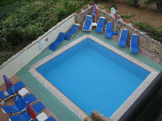 Sarigul Apartments: Pool Area