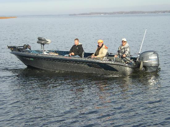 Chapman's Mille Lacs Resort & Guide Service: Guide Service boat