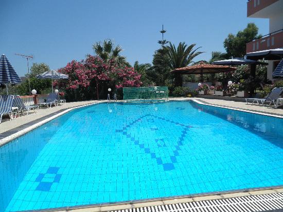 Knossos Apartments Panormo: Pool