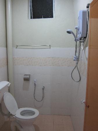 Best Stay Hotel Pangkor Island: clean bathroom
