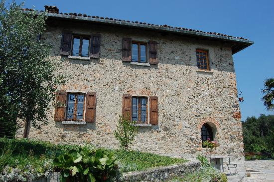 Drezzo, Italien: another view of the house, lots of detail