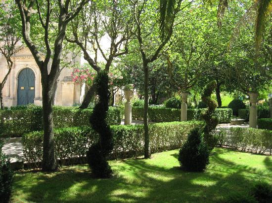 Villa del Lauro : The public gardens, Ragusa.
