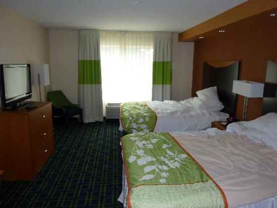 Fairfield Inn & Suites New Buffalo: 2 Q suite