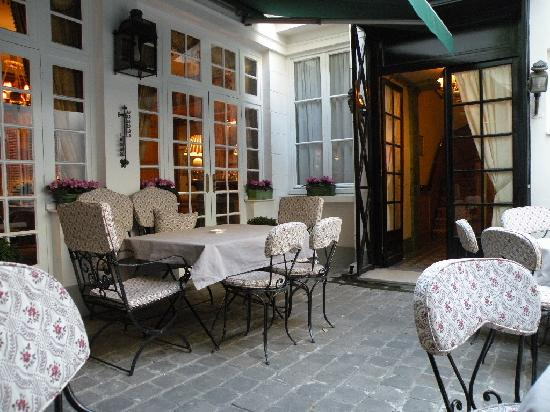 Hotel Duc de Saint Simon: Courtyard