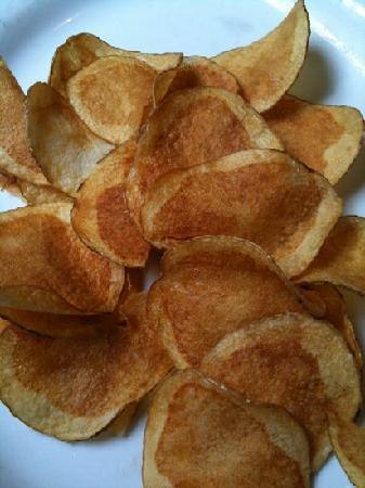 Log Cabin Cafe: homemade chips
