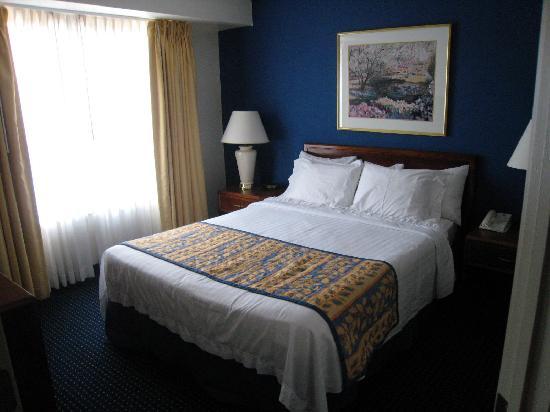 Residence Inn Fair Lakes Fairfax: Private bedroom