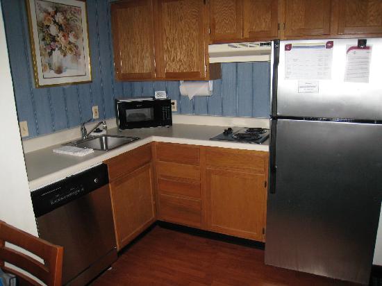 Residence Inn Fair Lakes Fairfax: Full kitchen