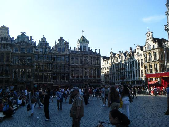 La Legende Hotel: The square-La Grande Place- 5 min away!