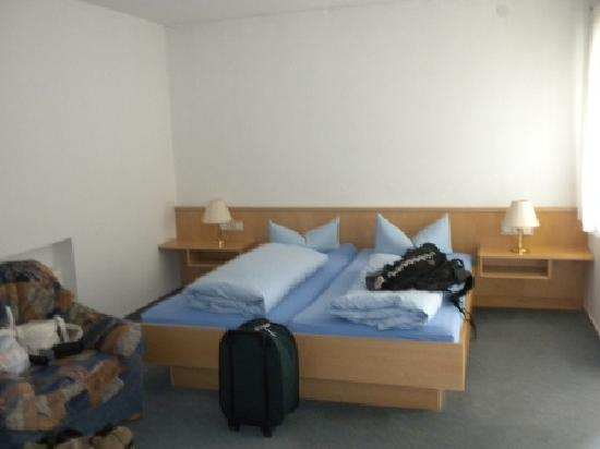 Hotel Waldhorn : two single beds