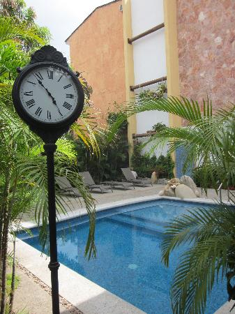Hacienda Alemana: The pool area