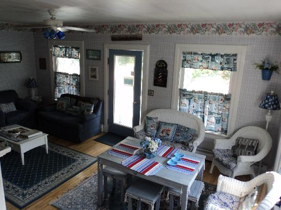 Atlantic Birches Inn: Common area in the cottage!