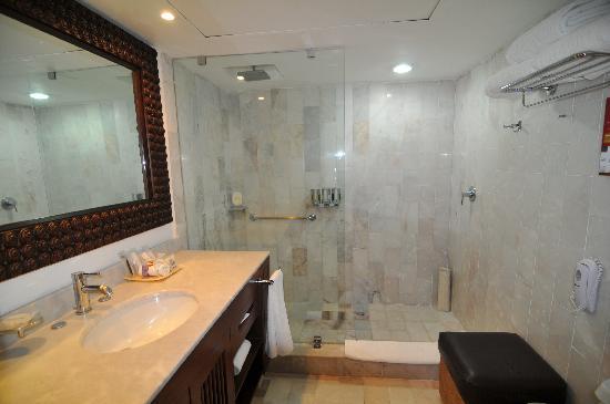 Barcelo Puerto Vallarta: awesome bathroom at the Barcelo