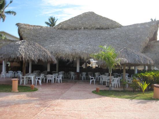VIK Hotel Arena Blanca: beach side restaurant