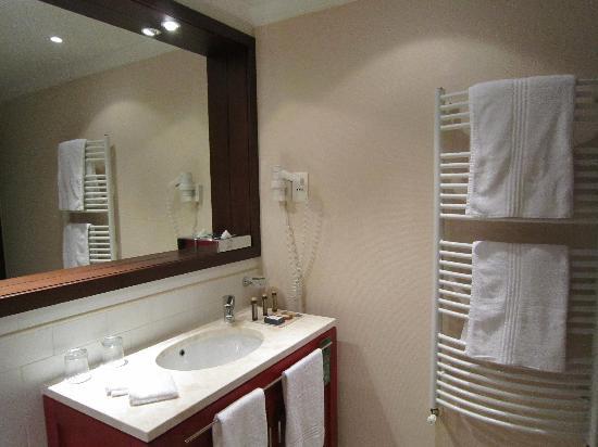 Corinthia Hotel Budapest: Bathroom 2