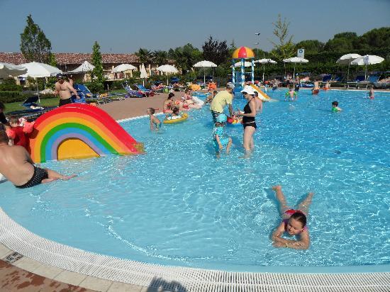 La meta 39 bassa della piscina foto di hotel bella italia for Piscina sabadell