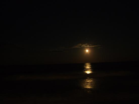 Outer Banks Motel: Moon from the Deck of 107