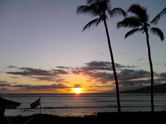 Maui Sunseeker LGBT Resort: Sunset from the rooftop deck