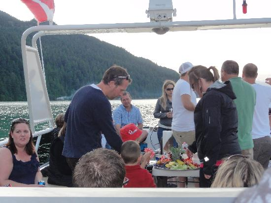 Shoreline Tours and Charters: Canada Day with friends and family - Harrison Lake
