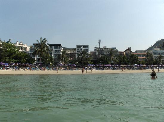 Patong Swiss Hotel: beach