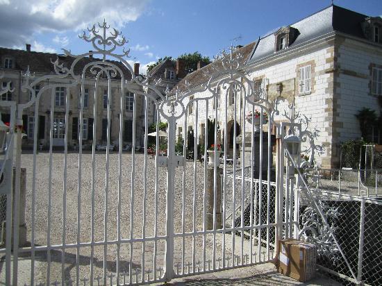 Chateau de Juvigny: Chateau du Juvigny - main gate