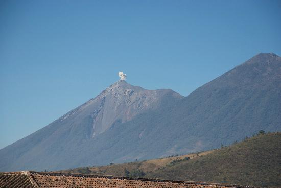 Hotel Meson de Maria: View of the volcano erupting from the hotel roof deck