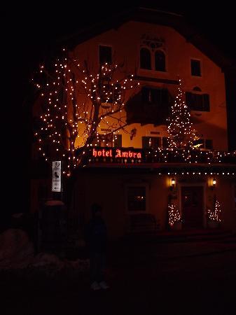 Ambra Cortina Hotel: Main entrance