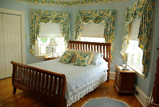 Antigonish Victorian Inn: First Floor Room