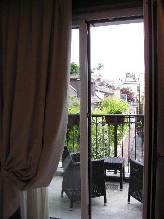 Hotel Manzoni: View of Balcony