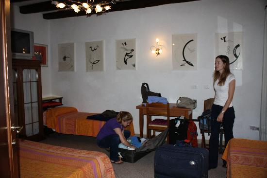 Ciprea: Astratta Room
